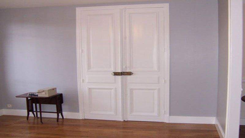 Peindre une porte ou un placard sans décaper - Repeindre Une Porte En Bois