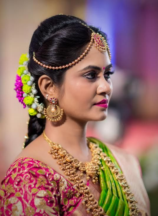 The Sweet Warm And Fuzzy Tirupur Wedding South Indian Wedding Hairstyles Indian Bridal Hairstyles Indian Bride Hairstyle