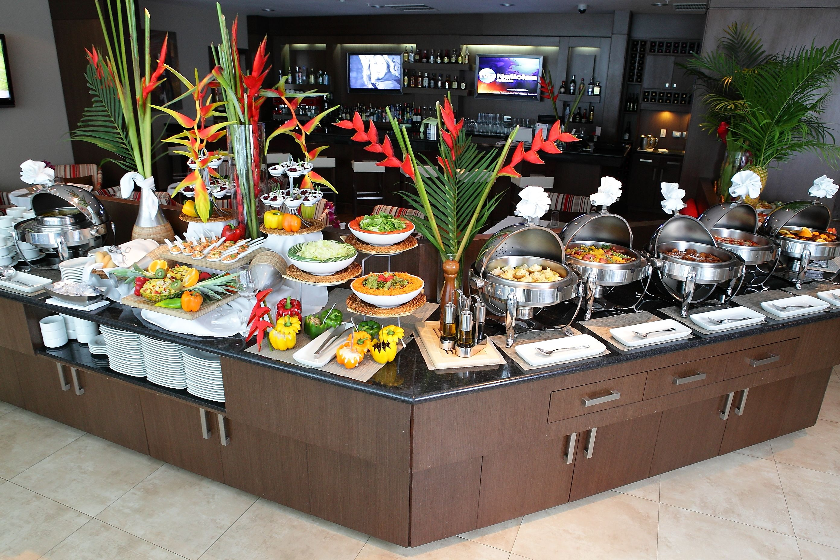 El mejor buffet de almuerzos en el restaurante stylo resto bar del hotel ciudad de david en - Decoracion buffet ...