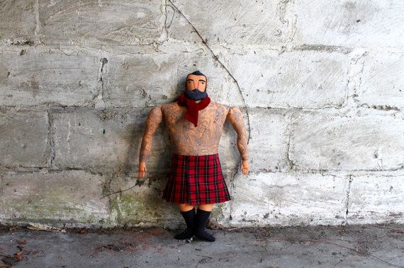 Grote getatoeëerd Man in een KIlt pop baard plaid door MimiKirchner