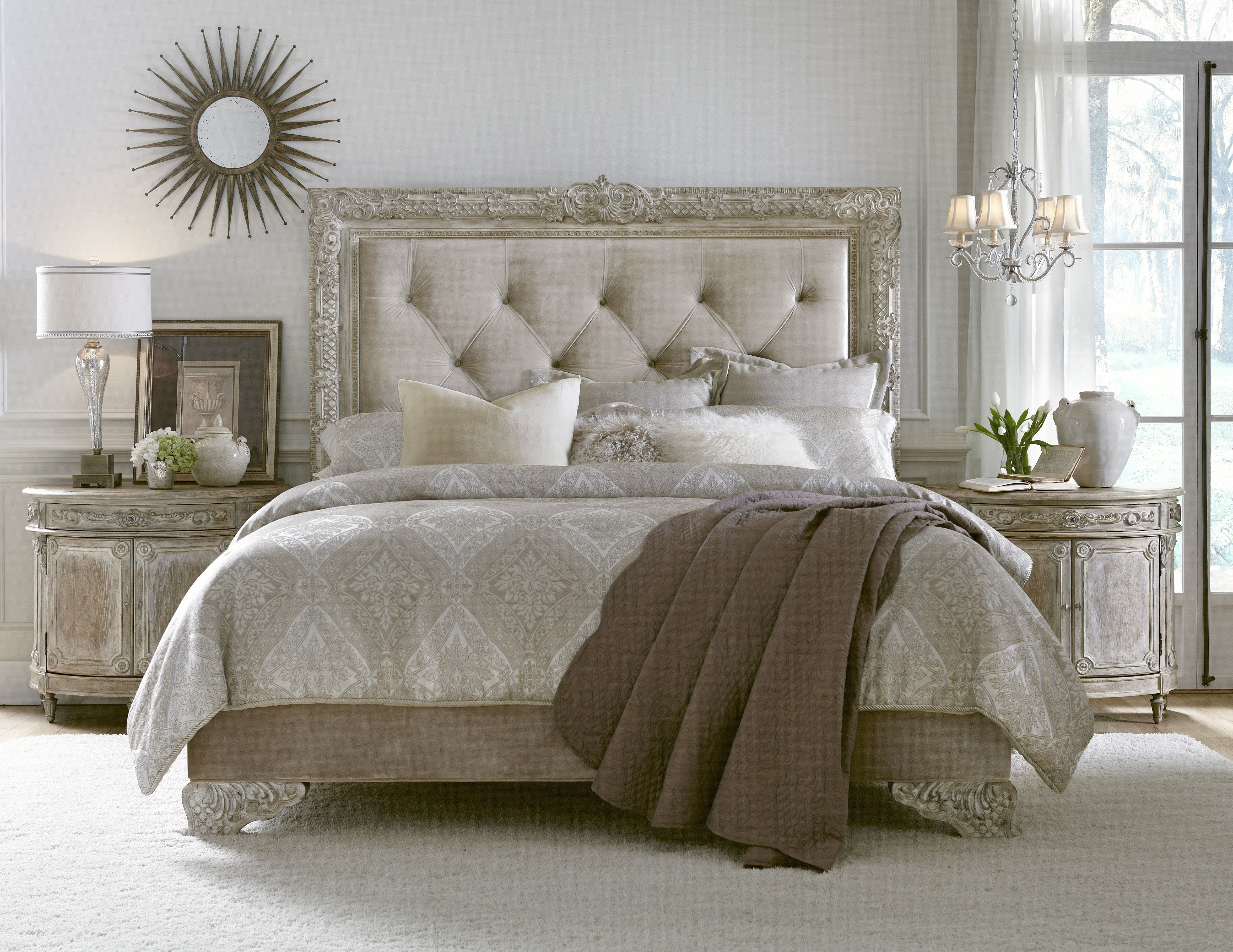 Accentrics Home by Pulaski Furniture Bedroom Set Country