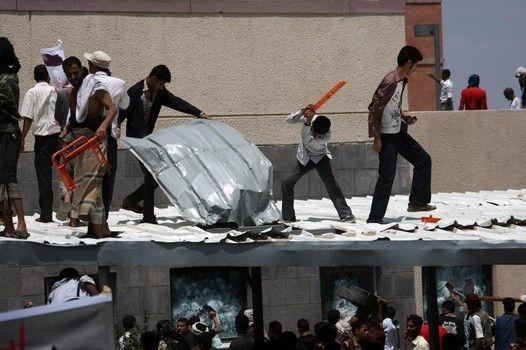 Al Qaeda Fires Missile Near U S Embassy In Yemen New World