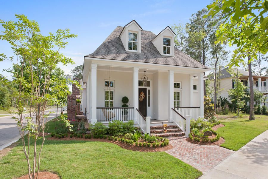 10 Small Town Cottages We D Love To Call Home Small Cottage Homes Small Cottage House Plans Small Cottage Designs