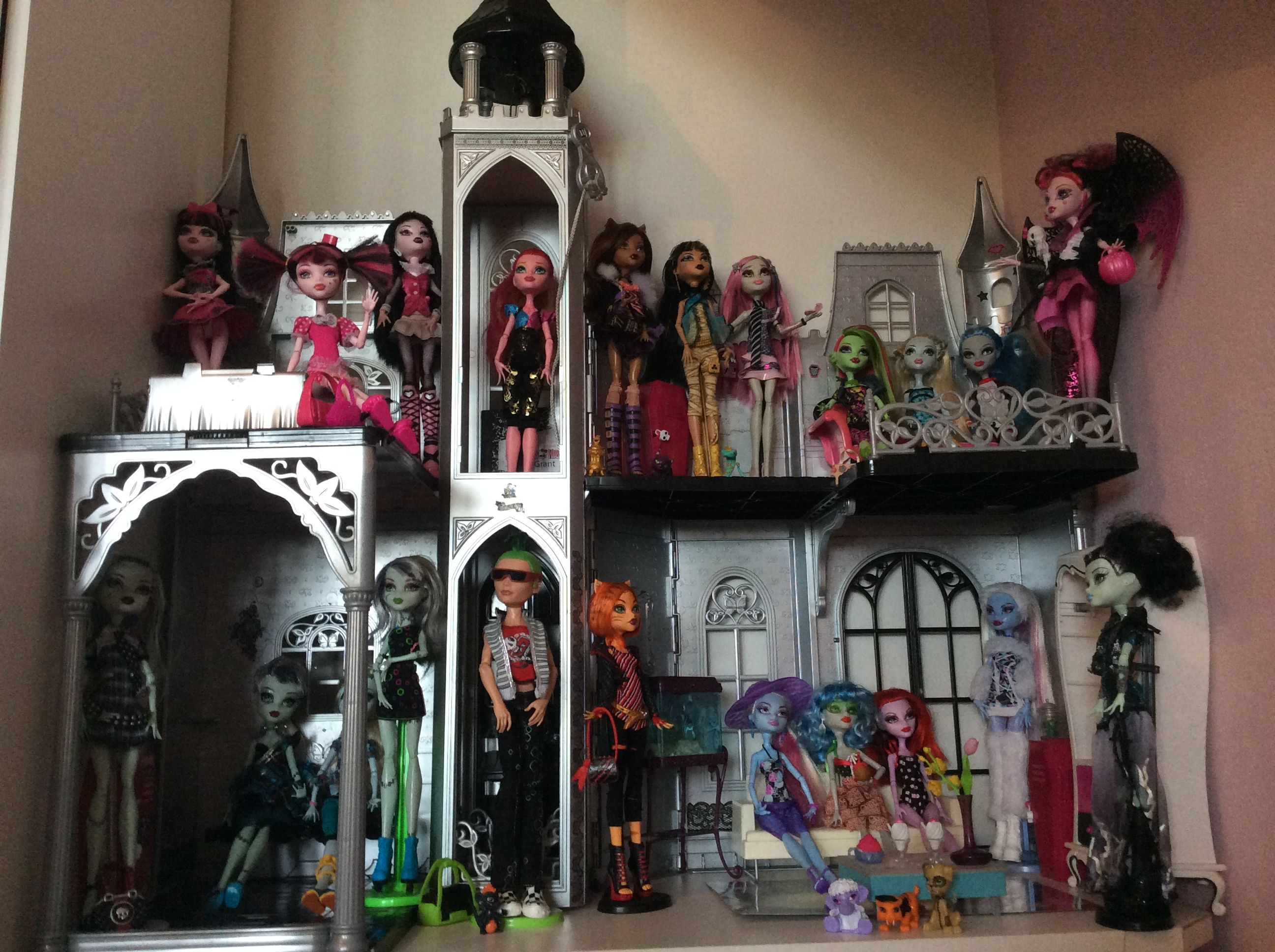 Monster High Doll House Castle DIY Took a Barbie Castle and