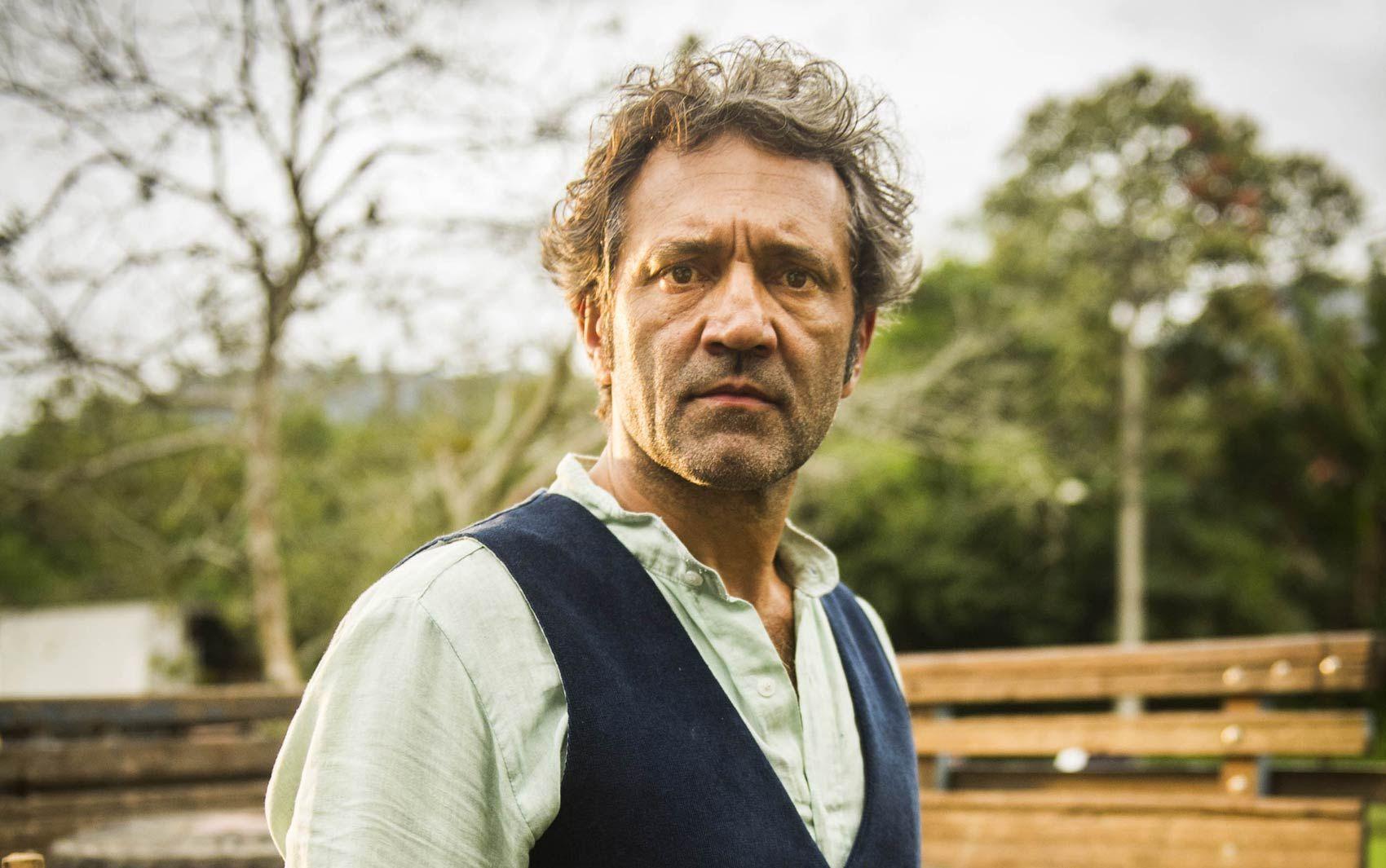 Domingos Montagner como o personagem Santo, da novela 'Velho Chico'
