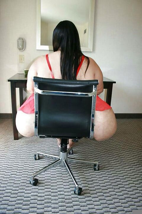 Sexy Black Bitch Sucking Dick