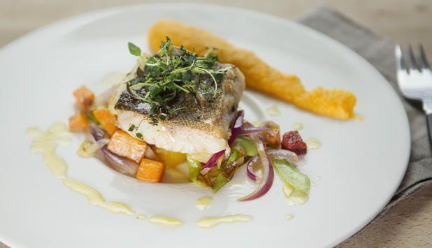 Stekt torskefilet med krydret chorizopølse og smakfulle grønnsaker er det beste Lene Berg, kokk ved Bortistu Gjestegård vet.