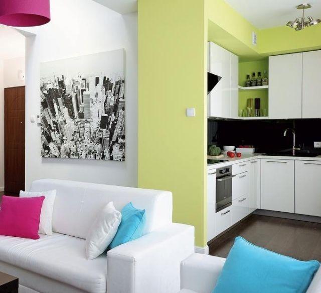 Wandfarbe Küche Hellgrün Weiße Schränke Schwarze Rückwand