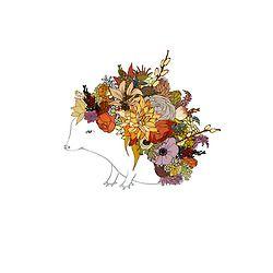 Erizo adornado con flores