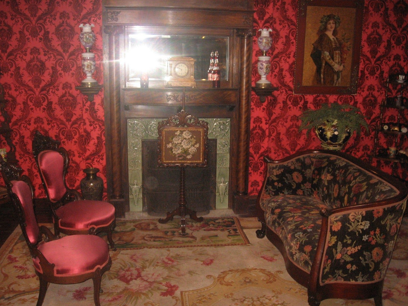 Victorian living room photos victorian rooms cabins for Bedroom wallpaper sale