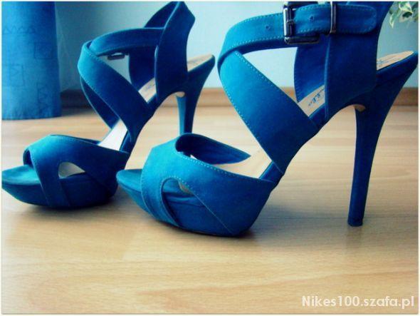 Sandalki szpilki niebieskie   Cena: 70,00 zł  #niebieskieszpilki #butyszpilki #szpilki36 #szpilkibershka #bershkaszpilki