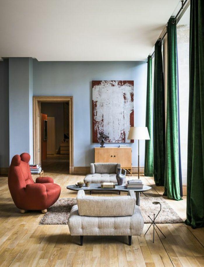 Salon Moderne De Luxe Deco Fauteuil Design En Couleur Brique Rideaux Vert  Emeraude Tableau Rouge Bordeaux