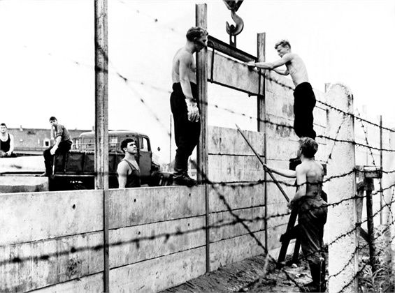 the Berlin wall under costruction 1961