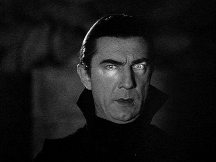 Ein, zwei, drei, vier Dracula, fünf, sechs, sieben, acht Dracula! Erwacht, erwacht, um mitternacht! Die Uhr schläght zwolf, die Ohre es schon, Dracula am telefon, es klappert seine gebiss, es klappert seine gerüft, die Leichen tanzen Rock'n roll!  By nacht, by nacht, by nacht un mitternaaaacht!