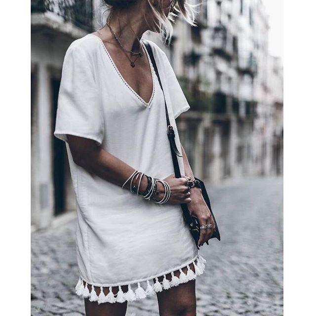 Um vestido branco com acessórios fica lindo! Perfeito para quem vai passar na praia! #execulindasnoverão #execulindas #exls #execulindasfit #trabalho #work #workoutfit #instaglam #instafashion #inspiration #inspiracao #fashion #fashioninsta #lookdodia #lookdetrabalho #ootd #dujour #parisienne #labelleviedenice #modaexecutiva #modacorporativa #amomeutrabalho #streetstyle #advogatas #advoguettes #vamoslindas #contadoras #businesswoman #lawyer #accountant