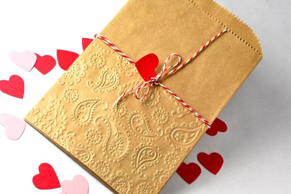 Items similar to 12 paisley embossed kraft paper bags in 5 by 7.25 inches. Natural krat candy bag for favors and gift wrap on Etsy