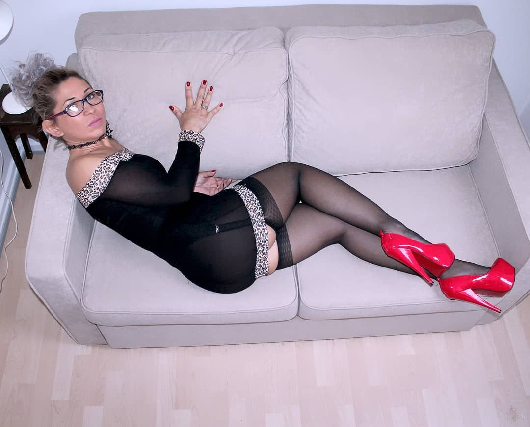 Mature lady in red stockings fucked and jizzed