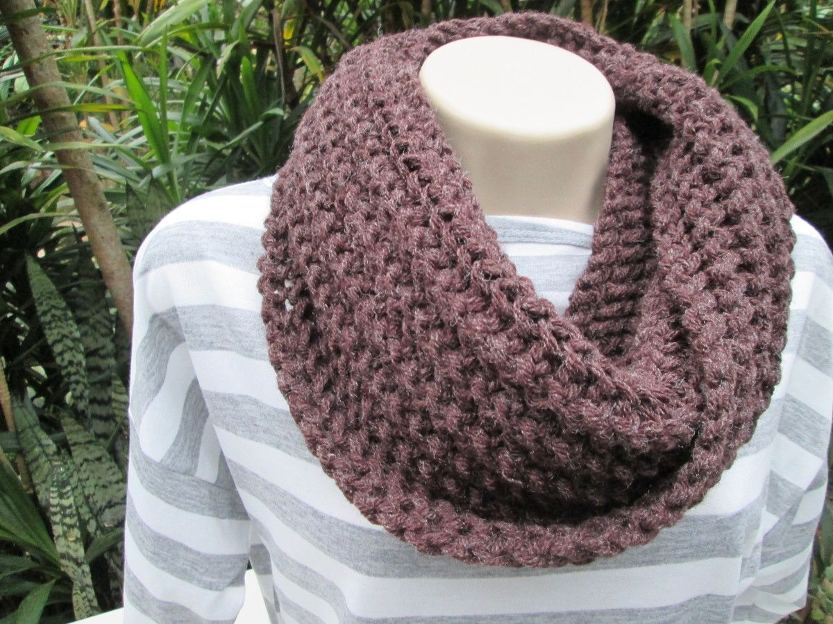 Maxi gola em tricô. Confeccionada em lã Na cor - Marron Outras cores ...