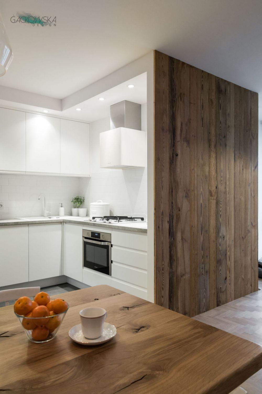 Biala Kuchnia Sciana Z Deski Gckowska Design Oak Floor Kitchen Kitchen Design Kitchen Cabinetry