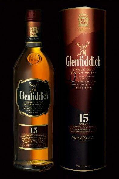 Glenfiddich 15 Anos. Mais um da série. Excelente sabor, muito bom pra degustar. Um meio termo de suavidade e sabor do malte.
