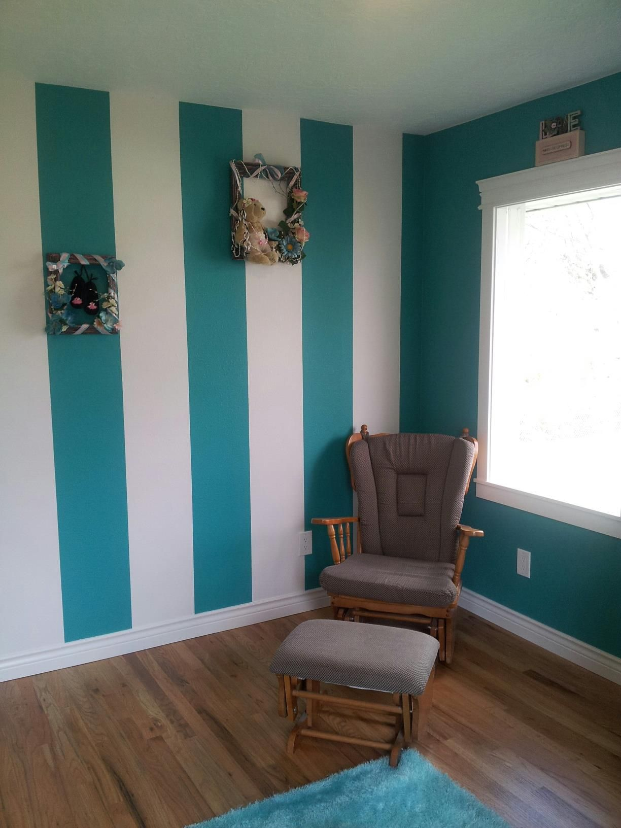 Turquoise Bedroom Ideas: Striped Wall - Turquoise And White
