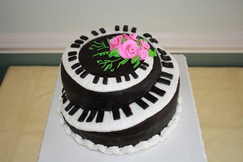 Happy Birthday Piano Cake | Cake Decorating | Piano cakes ...