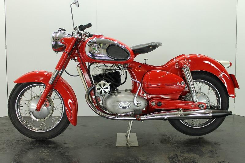 1955 Puch 250 Sgs 250cc Split Single Cylinder Two Stroke Engine At 13 8hp Alte Motorrader Motorrad Neue Wege