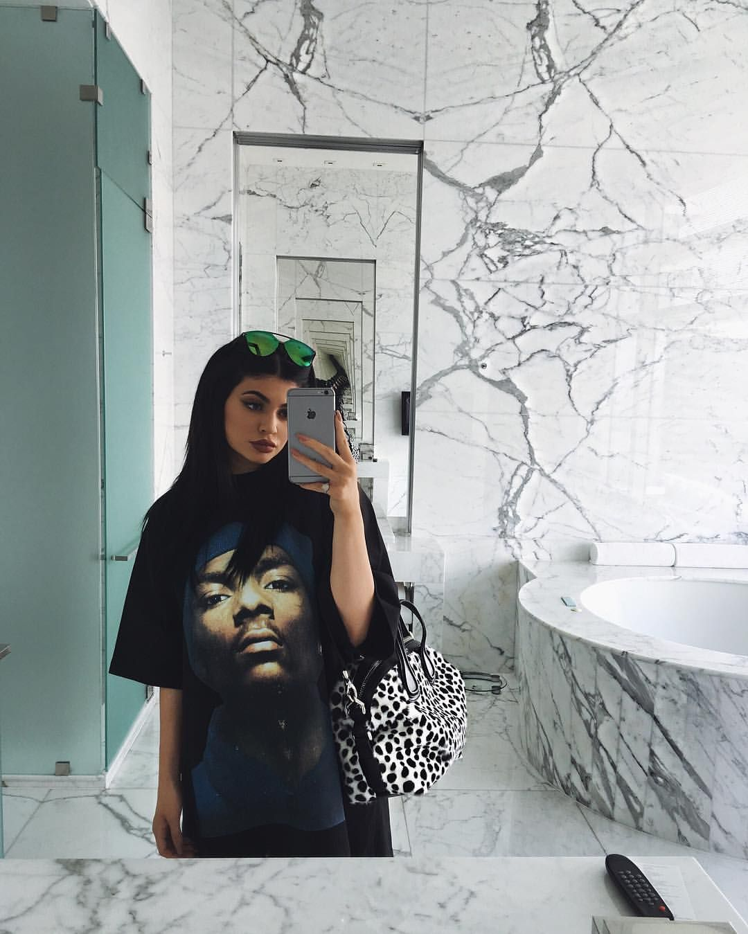 cc04cc10ad9 See this Instagram photo by  kyliejenner • 180.4k likes