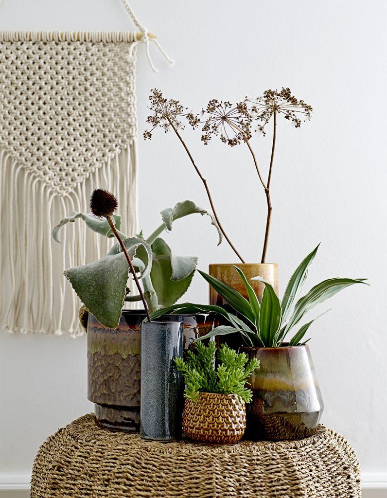 une decoration vegetale via un mix de pots en ceramique