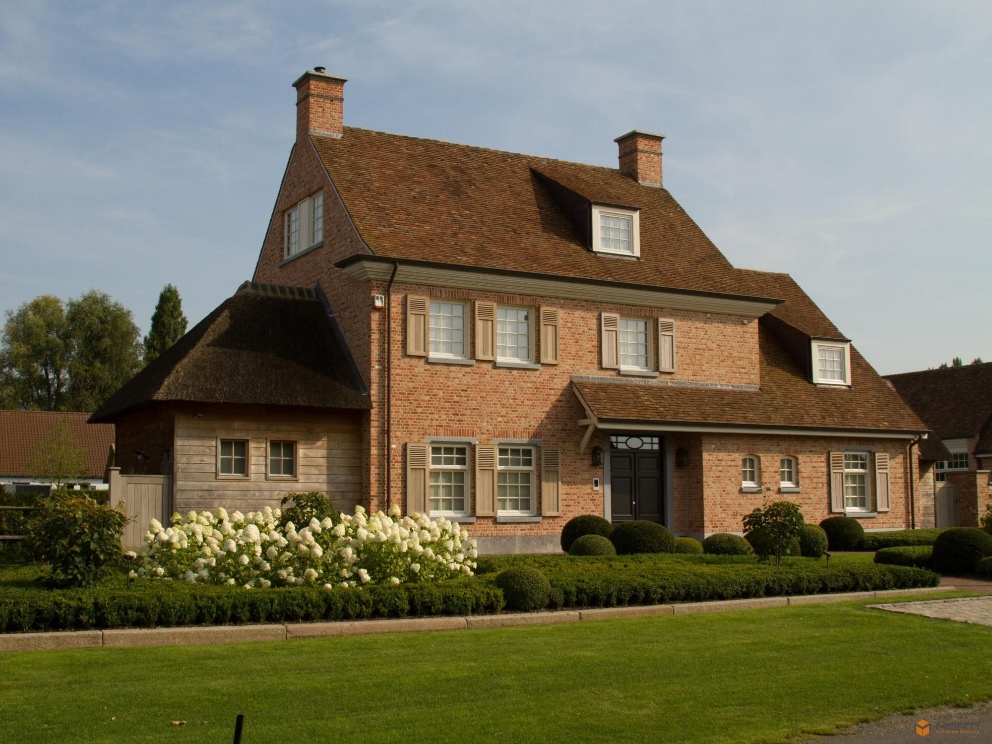 Woningbouw in klassieke stijl stone brick and stucco homes in