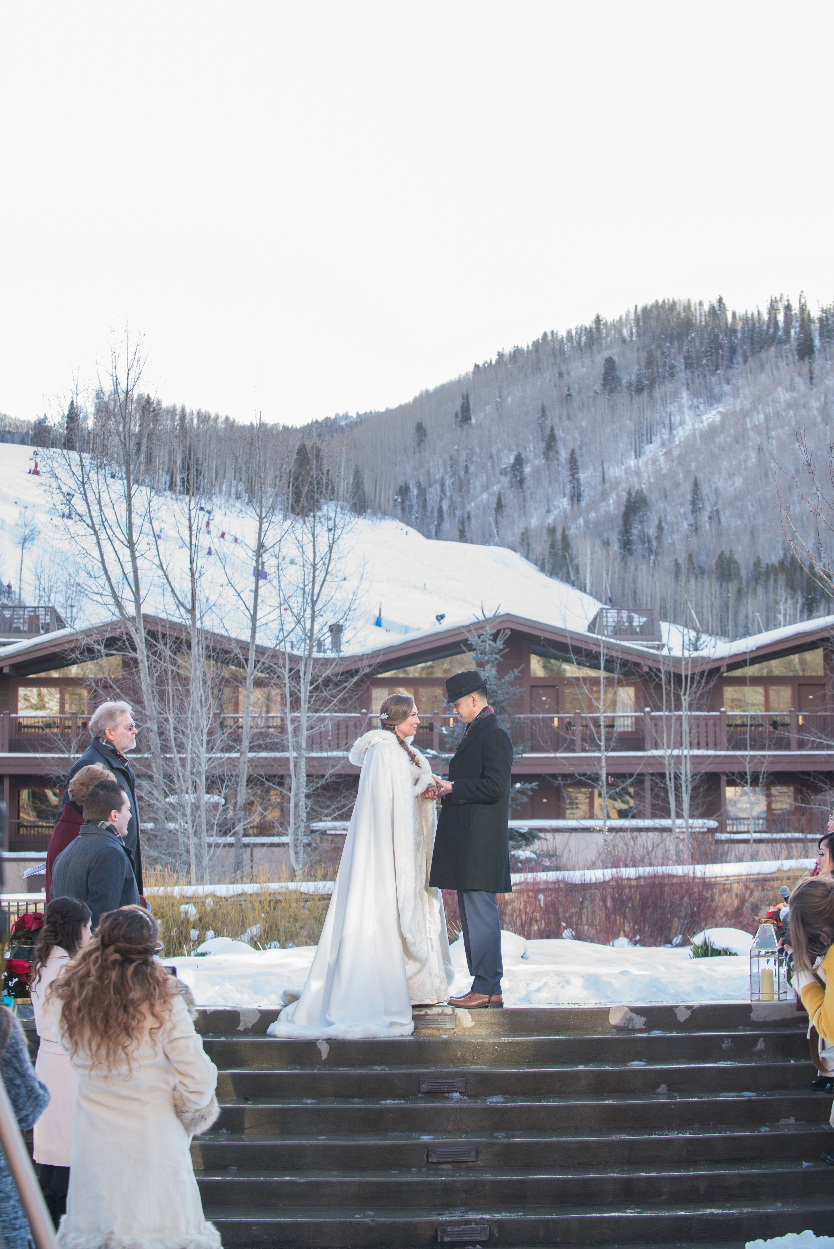 Manor Vail Lodge Vail Winter Wedding Wedding Vail Wedding Venue Packages Lodge Wedding