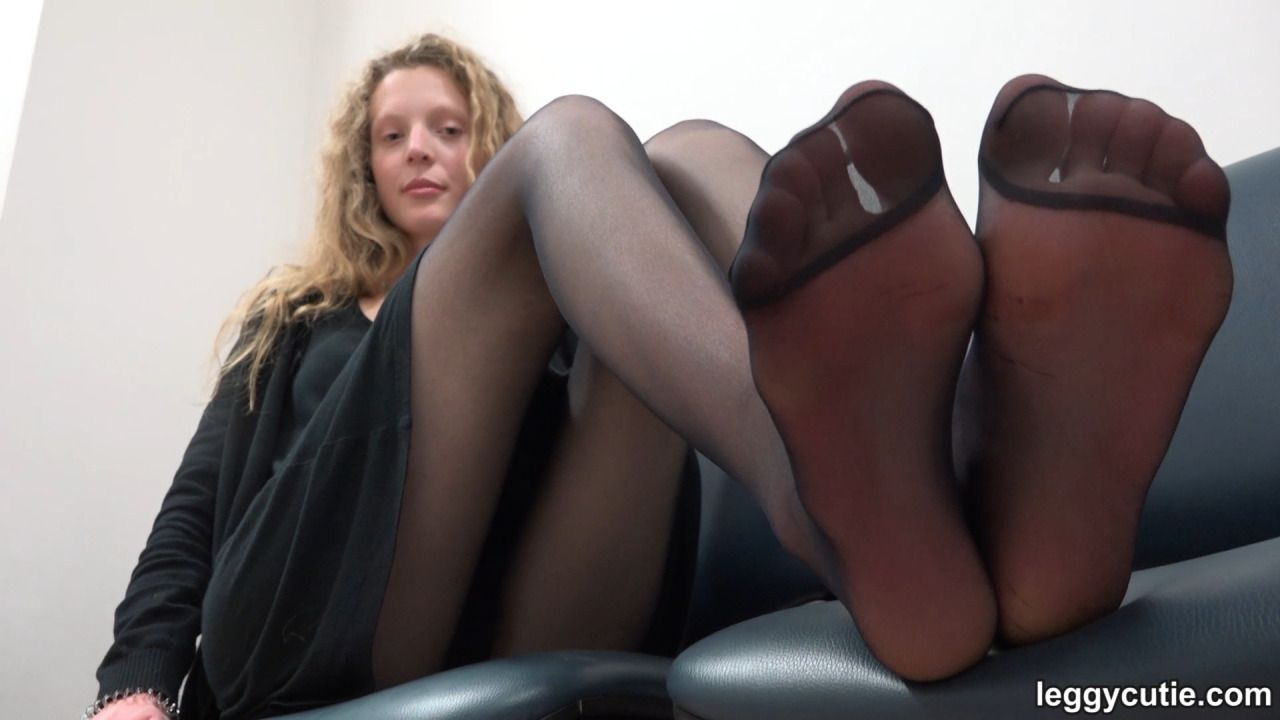 Teen feet in pantyhose, naked pics hot