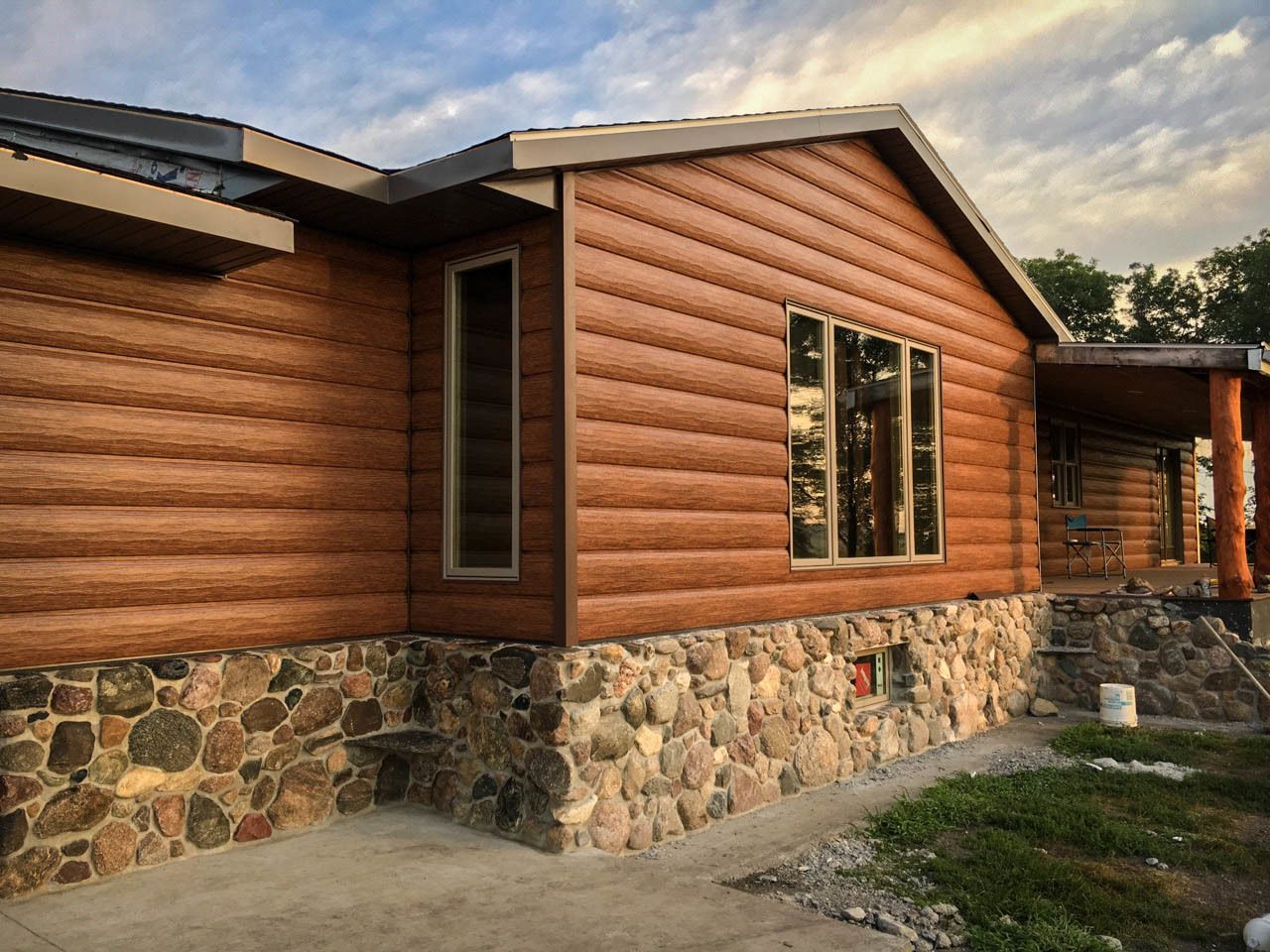 Red Cedar Cabin Siding Maintenance Free Log Siding Log Vinyl Siding Trulog Steel Log Siding Log Homes Exterior Log Cabin Exterior Exterior Siding