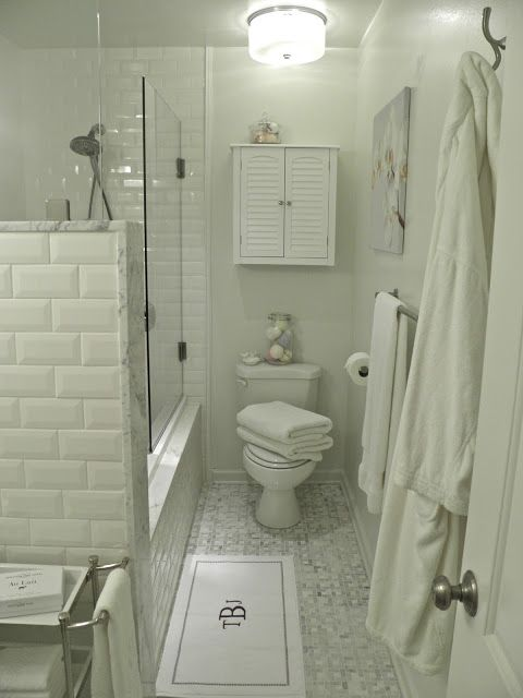5 Phenomenal Bathroom Tile Combinations: Beautiful Mix Of Beveled White Subway Tile And Carrera