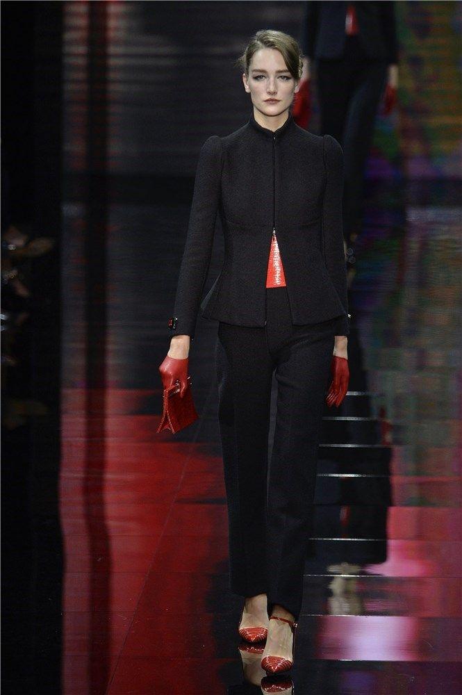 Giorgio Armani Privé en la Semana de Alta Costura de París   Rojo y negro, la combinación perfecta en el desfile de Giorgio Armani Privé en la Semana de Alta Costura de París otoño-invierno 14/15.