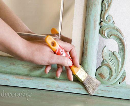 Restaurar una cómoda antigua: pintar y barnizar