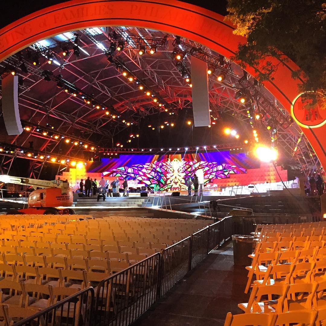 A final evening of preparations at Eakins Oval on the Benjamin Franklin Parkway. #PVatPope