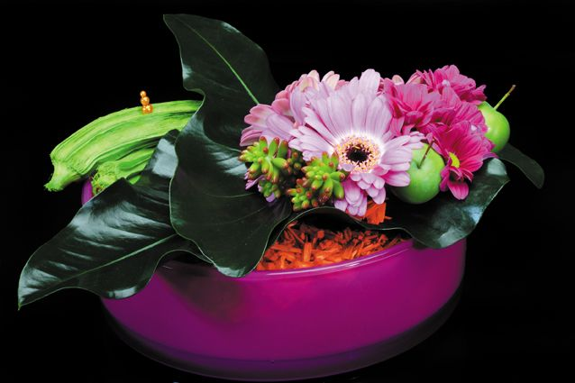 Colourful piece with our mini gerbera Coolio.   Made by Angela Gioffrido during the 2nd Floral TweetJam of Flower Factor.