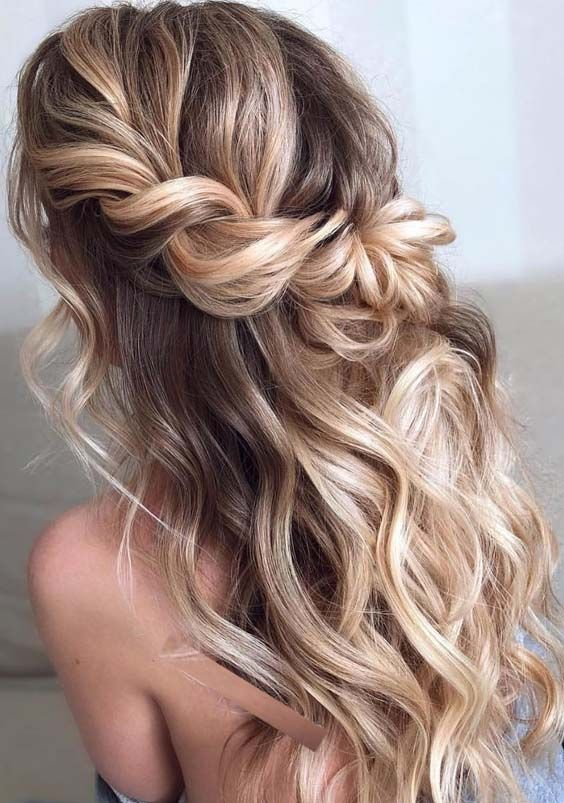 Searching For Fresh Ideas Of Half Up Half Down Braid Balayage Hair Colors And Highlights To Show Off In Summer Sea Hair Styles Prom Hair Down Curly Hair Styles