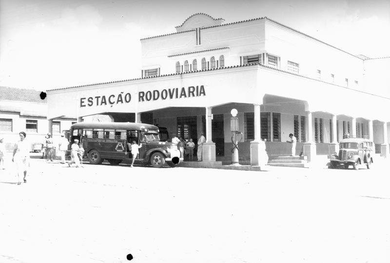 Antiga Estação Rodoviária hoje é a Biblioteca Pública.