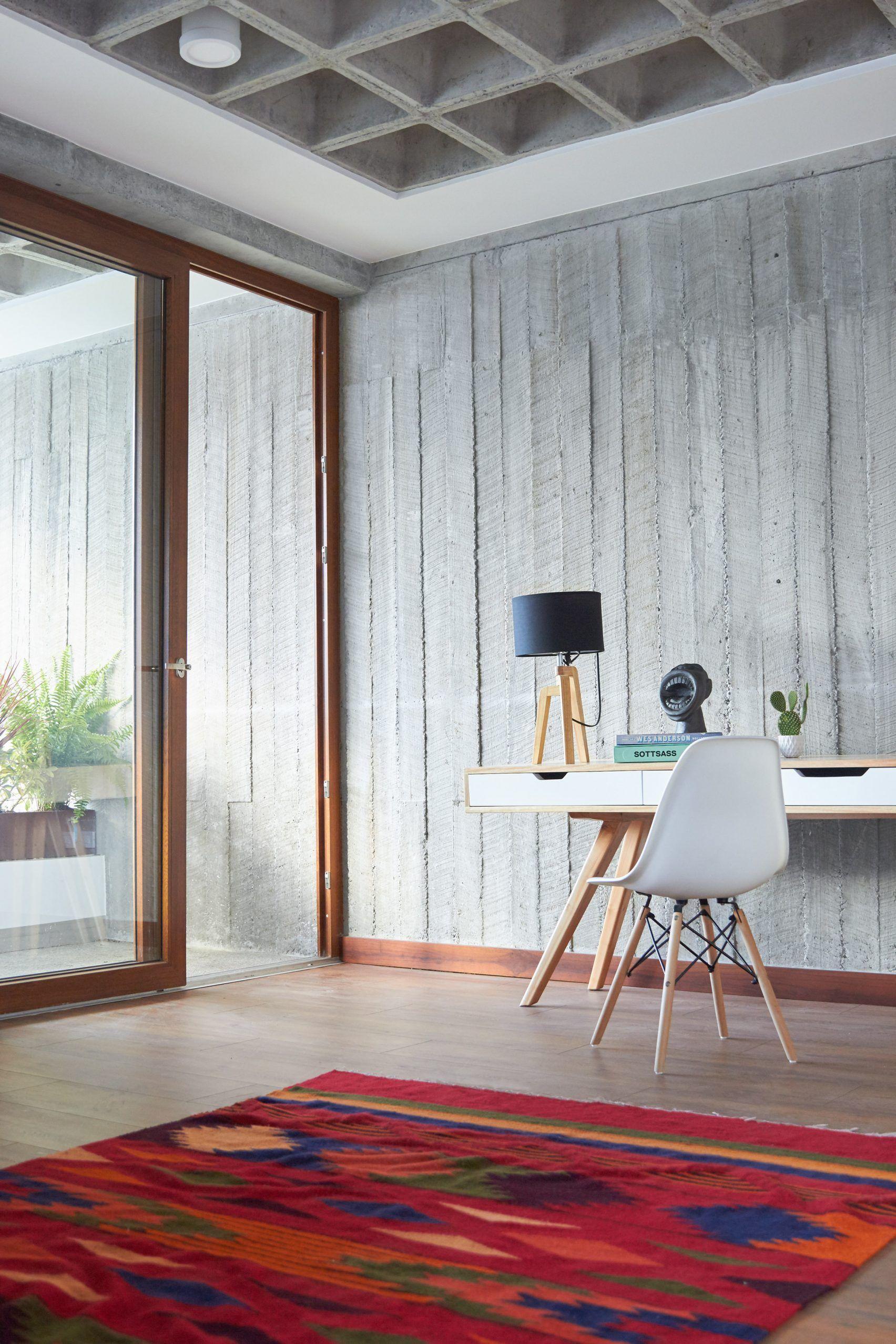 La Bande De Papier Peint Beton Brut Concrete Walls Interior Concrete Wallpaper Concrete Interiors