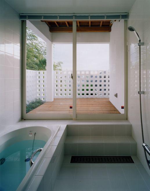 バスルーム 浴室 大開口窓 ウッドデッキ テラス Image バスルーム ハウス デッキ テラス