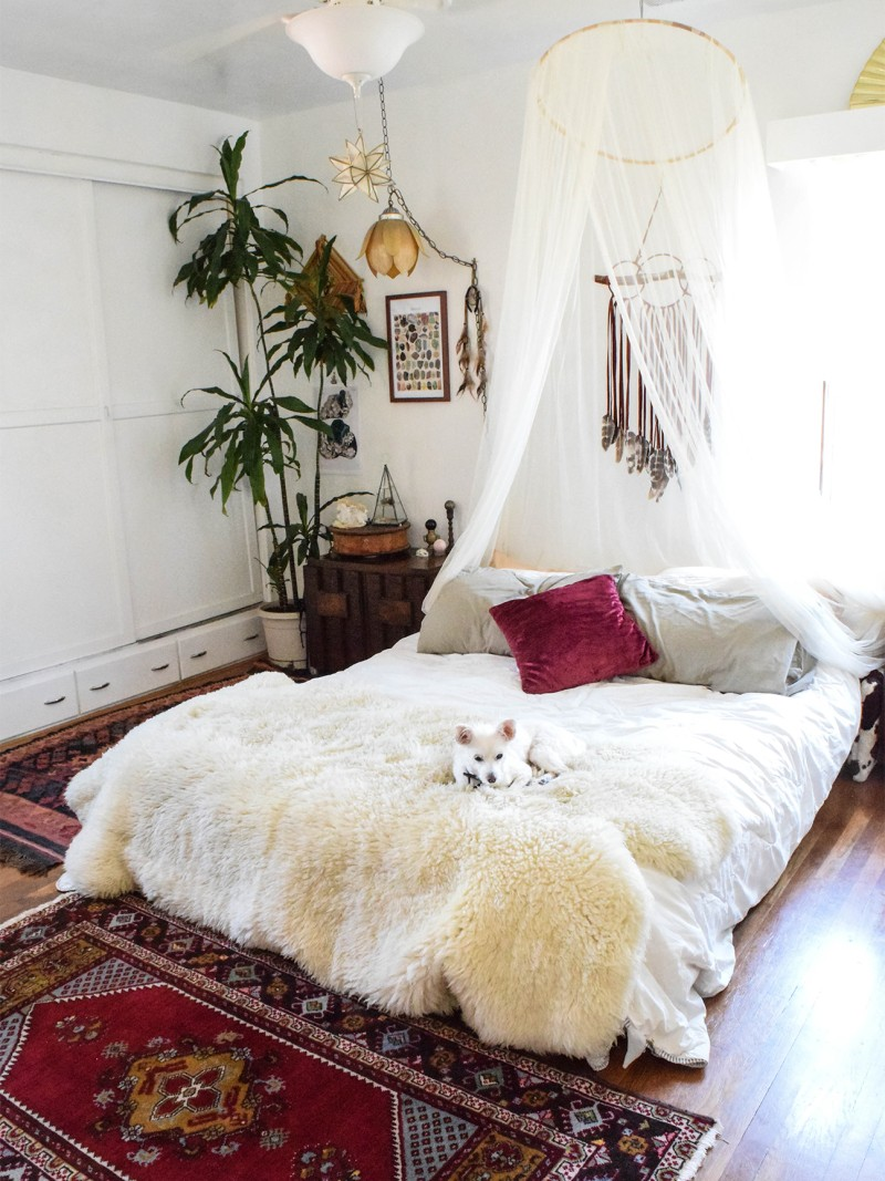 These Hacks Make It Easy To Style Your Bed On The Floor Mattress On Floor Bed Decor Floor Bed Frame