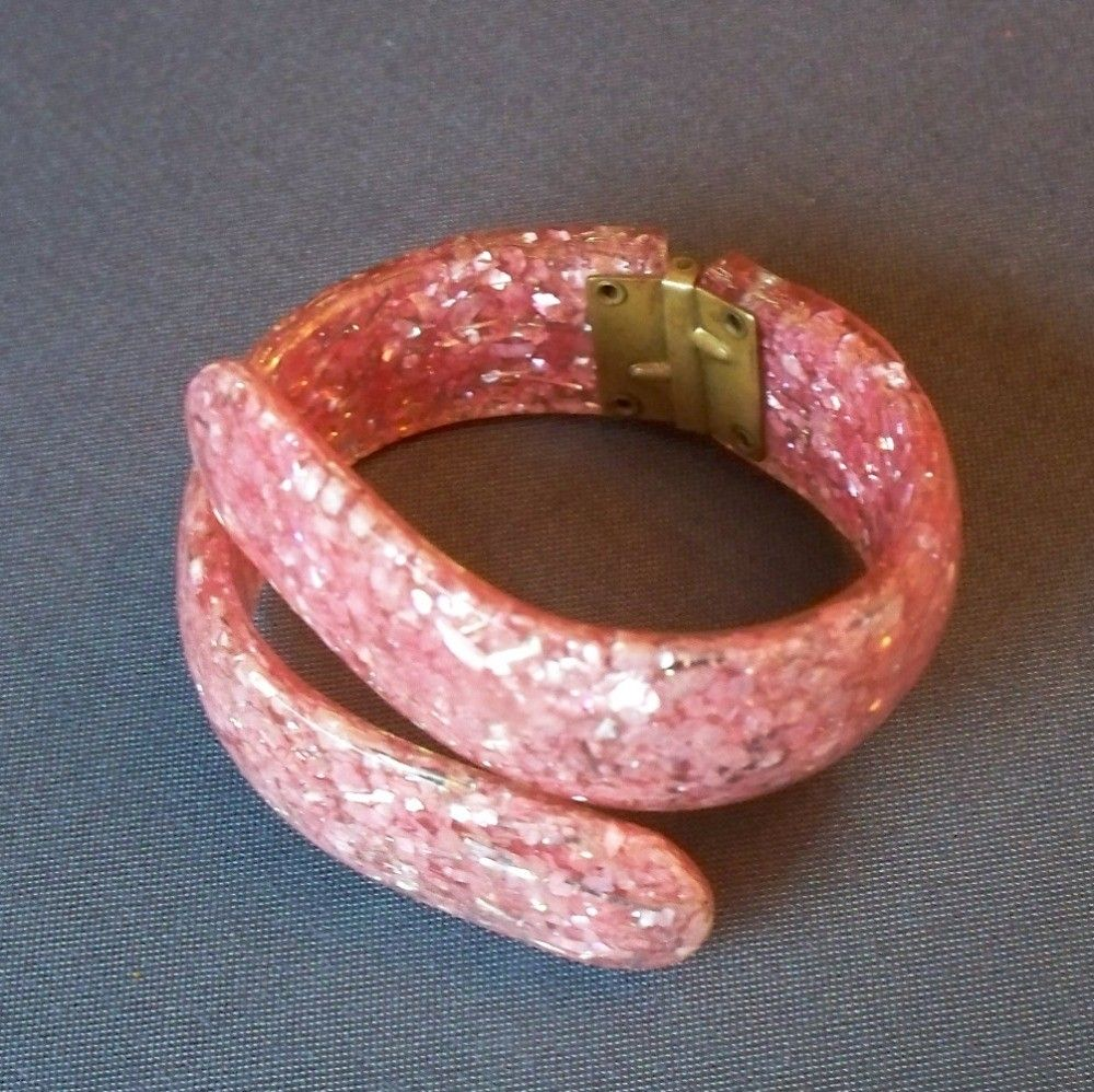 Vintage lucite pink confetti glitter clamper bracelet s