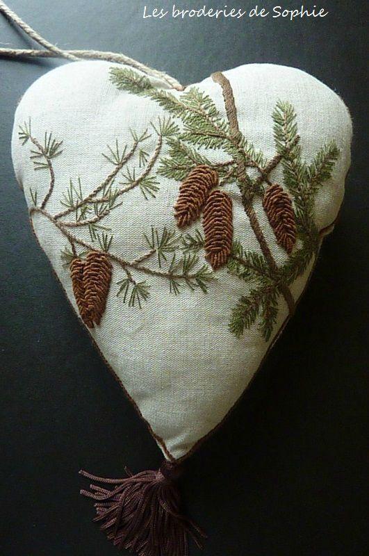 Coeur et pommes de pin - Les Broderies de Sophie