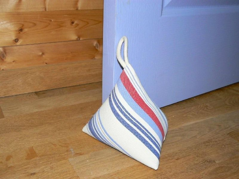 cale porte en forme de berlingot en tissu rayures bleu corde dimension 18x18 cm remplissage. Black Bedroom Furniture Sets. Home Design Ideas