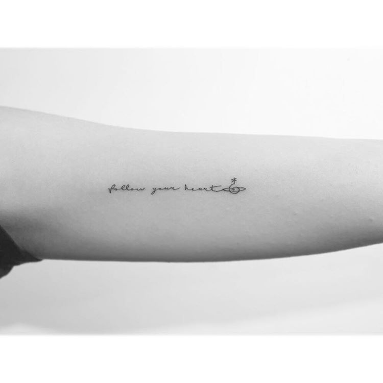 94a90e70c1fcf 34 Tiny Inspirational Tattoos That Will Motivate You to Live BIG ...