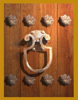 Llamador de forja cerraduras y llaves antiguas for Herrajes para puertas correderas rusticas