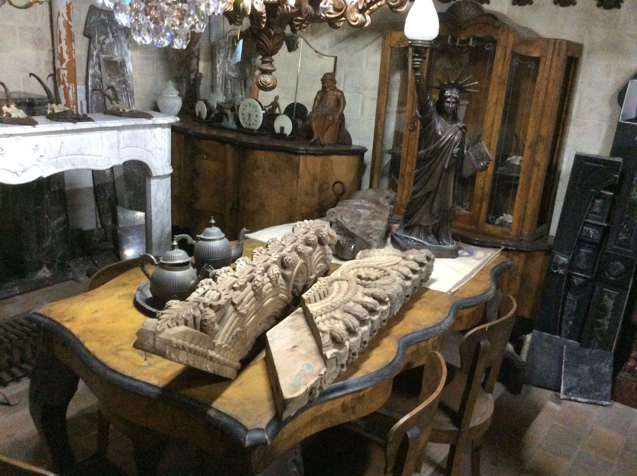 Antieke art deco eetkamer te koop bij medussa heist op den