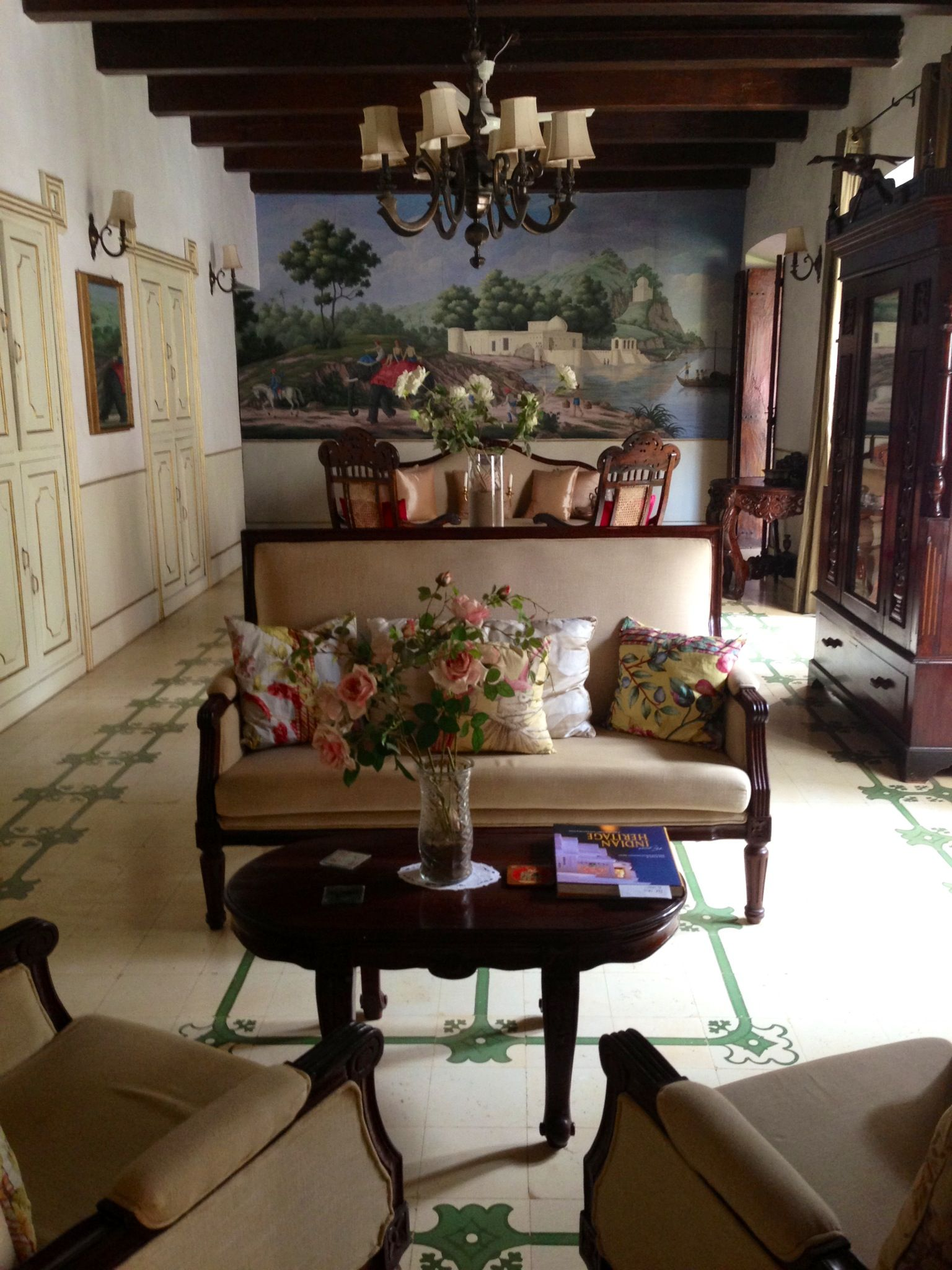 Siolim house goa a lovely 150yr portuguese house now a for Hotel decor for home